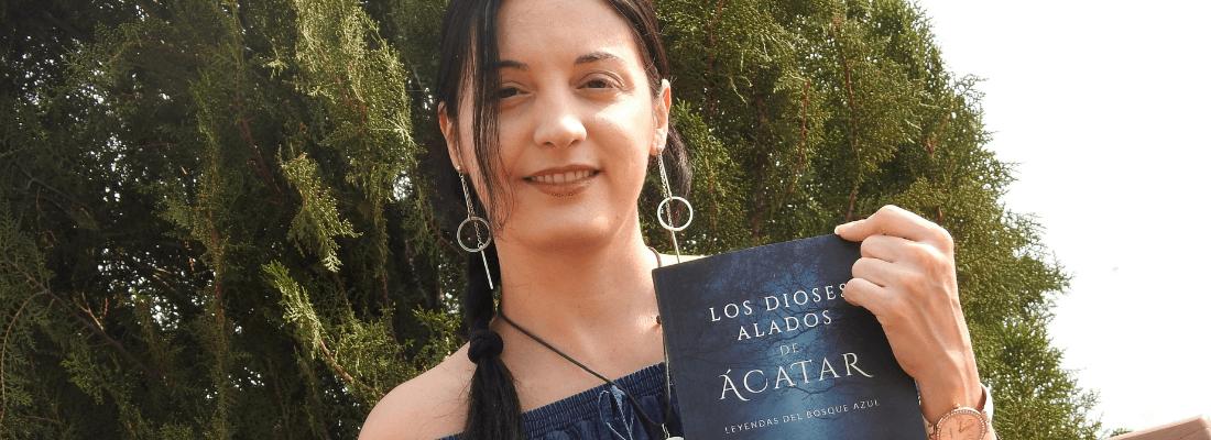 """Entrevista a Leslie G., autora de """"Los dioses alados de Ácatar"""""""